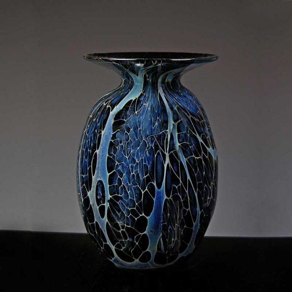 Glass vase with wide brim